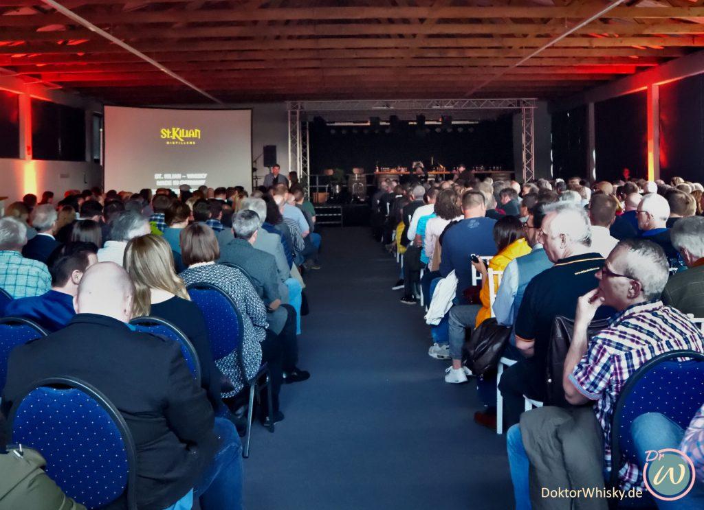 Das Publikum bei der Whisky-Präsentation - St. Kilian Distillers
